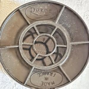 Ancienne bobine de fil doré