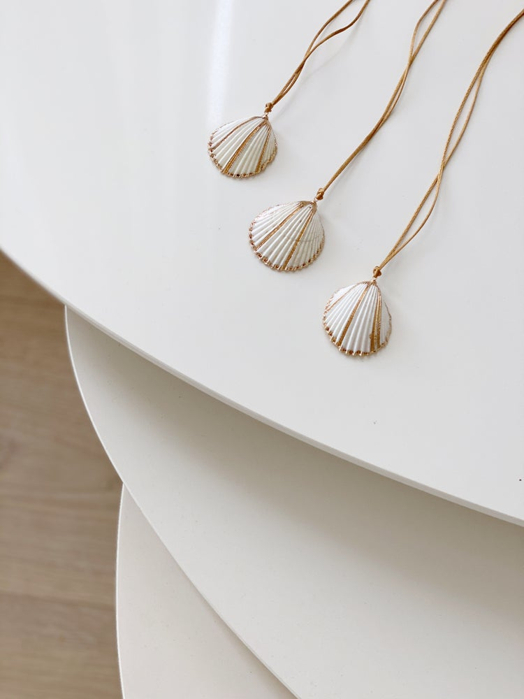 Image of Collar Shell blanca