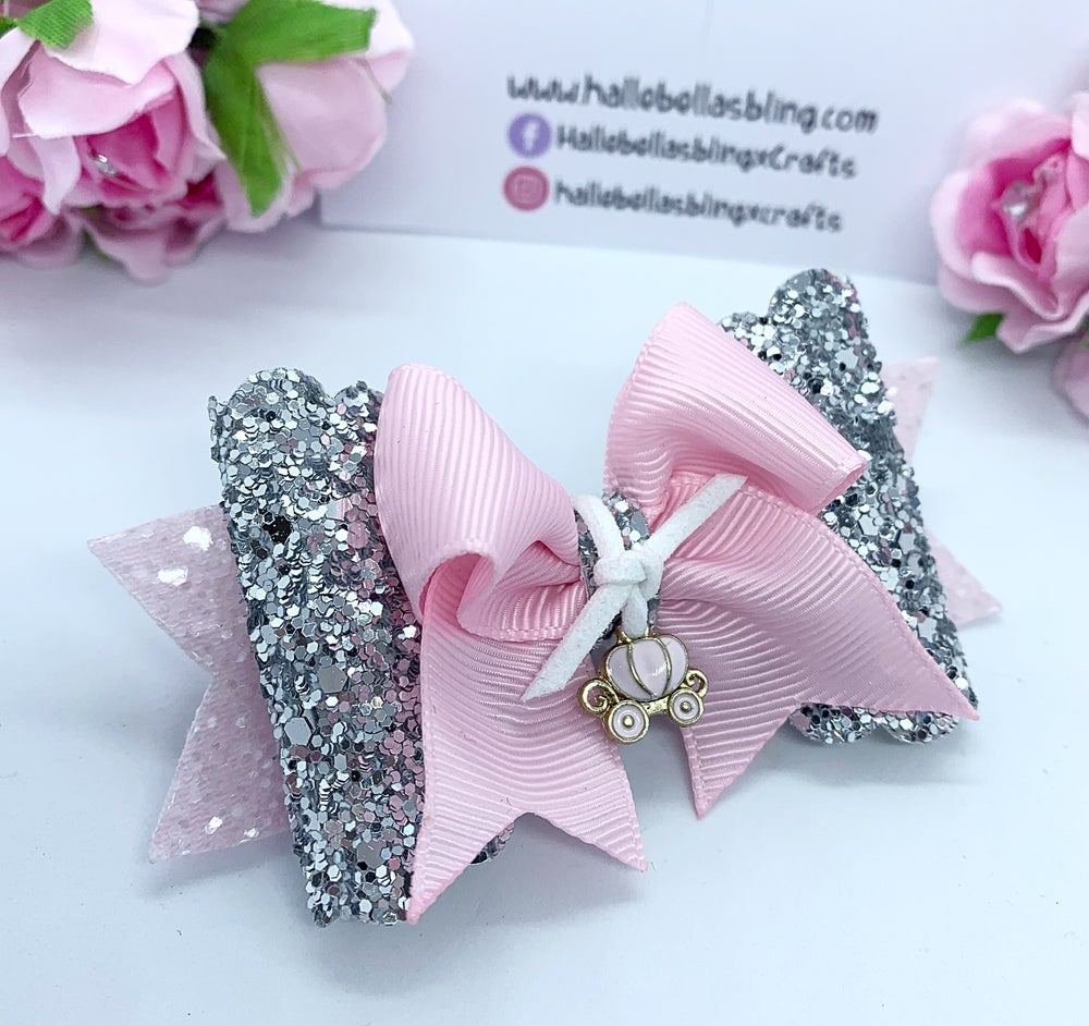 Image of Princess carriage charm bow