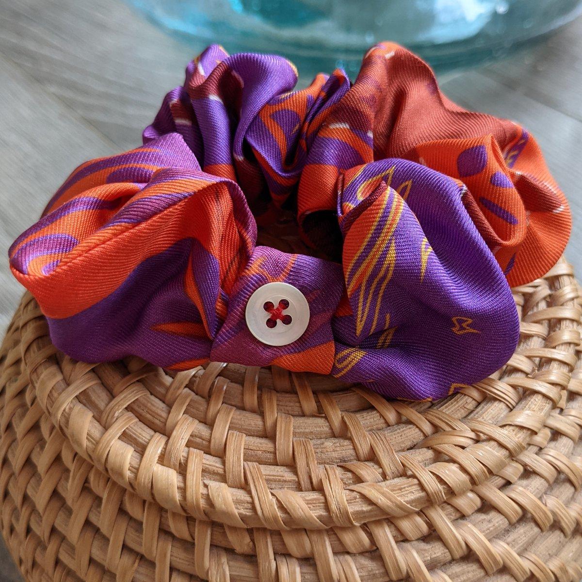 Image of Chouchou format Minette, upcyclé du foulard Canicule, Collection Les Félines