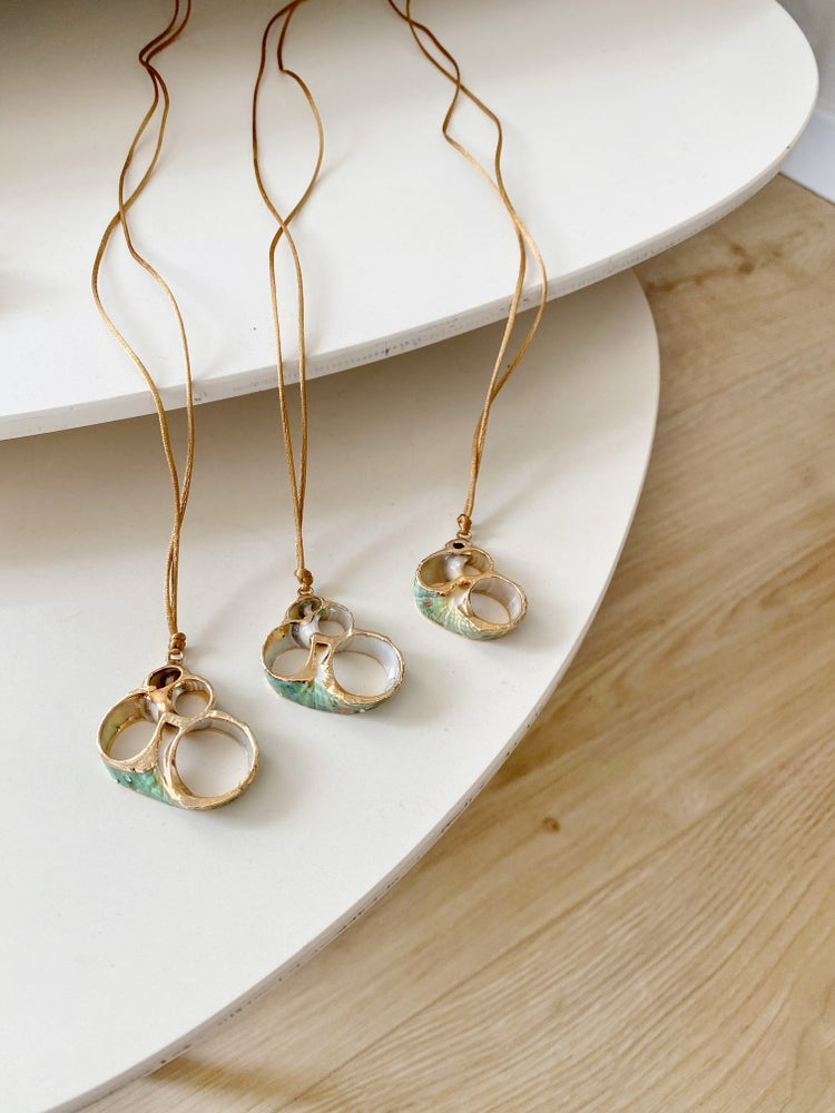 Image of Collar Sea Shell verde