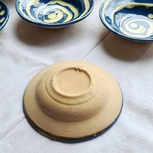 Série de 6 assiettes creuses en céramique artisanale bleu/beige