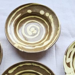 Série de 6 assiettes creuses en céramique artisanale terre beige