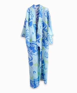 Image of Silkechiffon kimono - Lyseblå med bølger og svaler