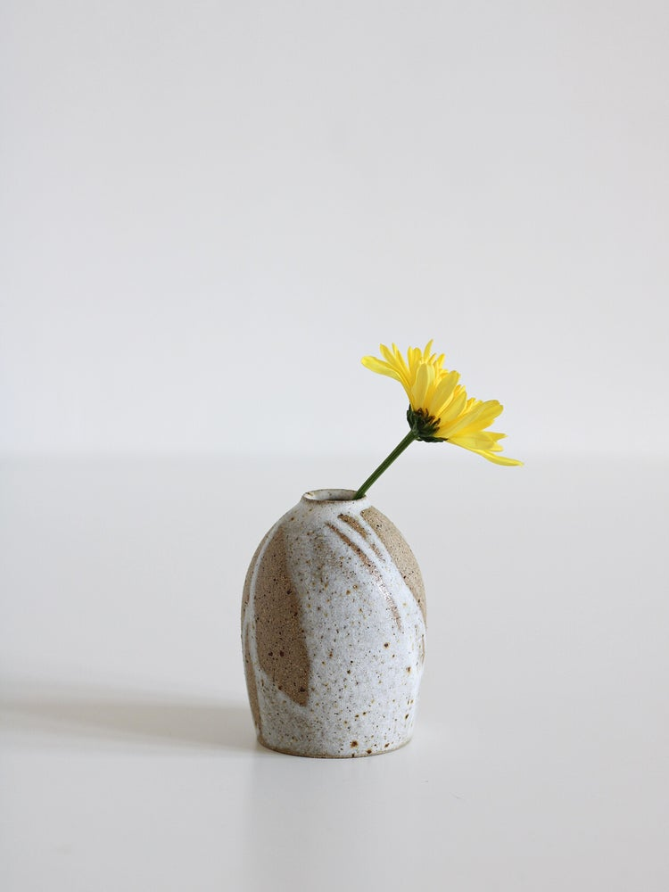 Image of small vase 03