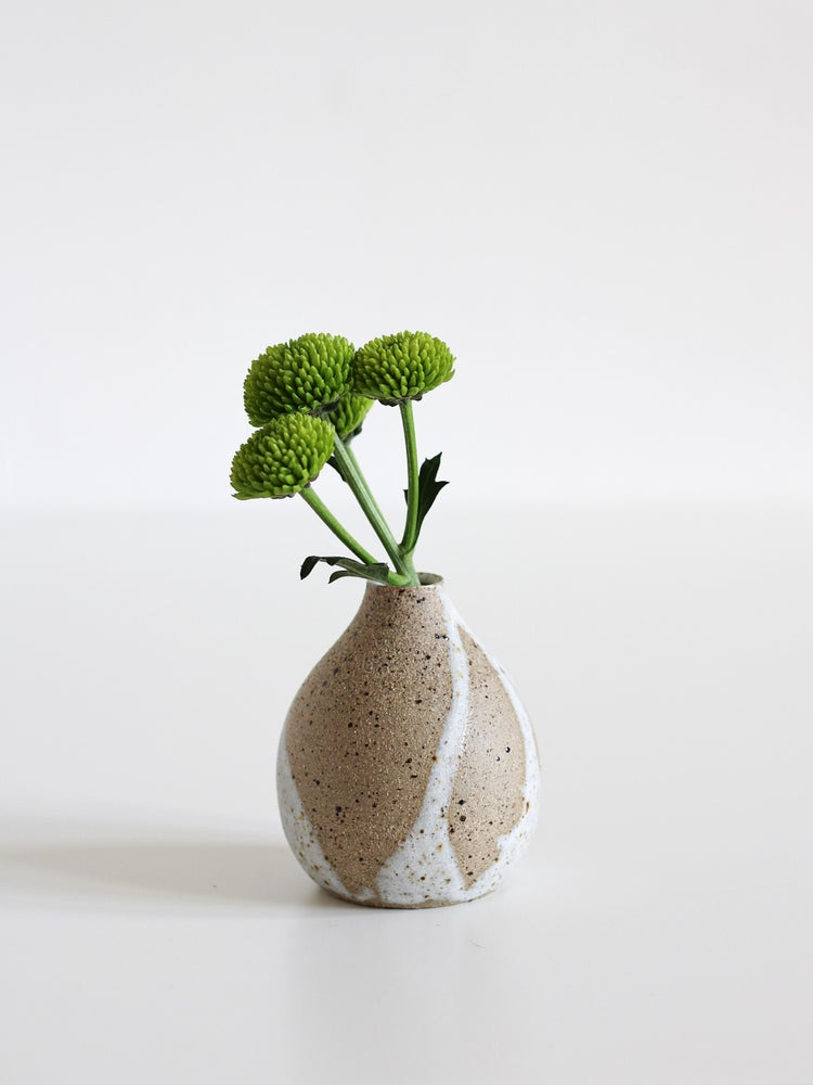 Image of small vase 05