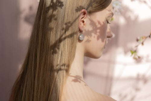 "Image of ""Spring/ Beauty"" silver earrings with rose quartz · 春 美 ·"