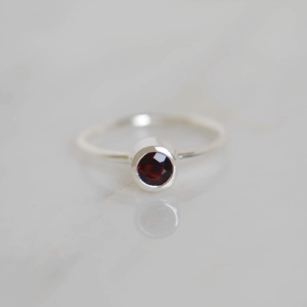 Image of Premium Wine Red Garnet round cut classic silver ring