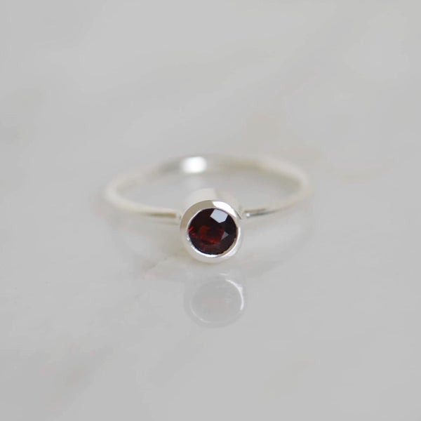 Image of Premium Wine Red Garnet round cut classic silver ring