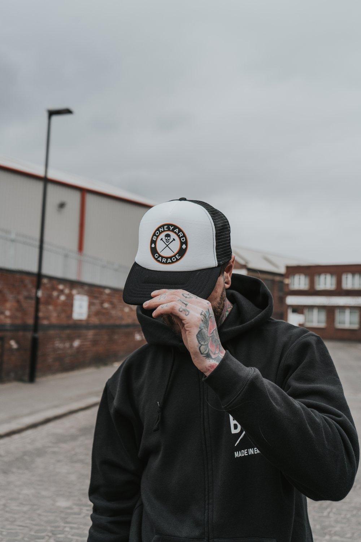 ROUND LOGO TRUCKER HAT