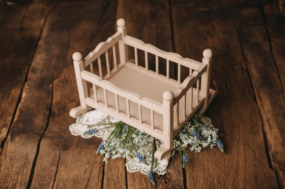 Image of Cradle in vintage white