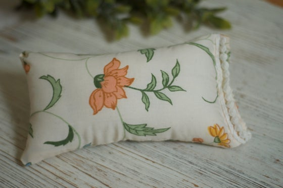 Image of Lia ( Floral pillow)