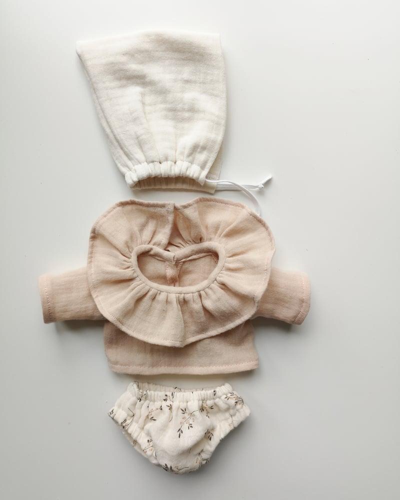 Image of Tenue blouse col volanté nude