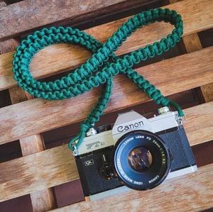 Image of Paracord shoulder/neck camera strap #1