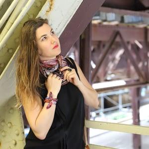 Image of TRIP À BARCELONE, Le Twist (mini foulard carré en soie, 30/30cm)