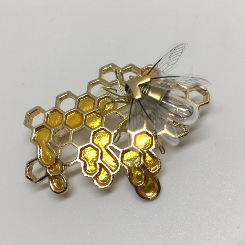 Save the bees - Steampunk honeycomb and clockwork bee brooch
