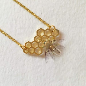 Save the bees - Steampunk honeycomb and clockwork bee necklace