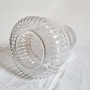 Vase en verre à large base moulé strié 28cm