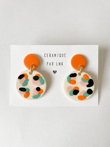 Image of Paire de boucles d'oreilles céramique BOURRACHES rose / orange / turquoise / noir