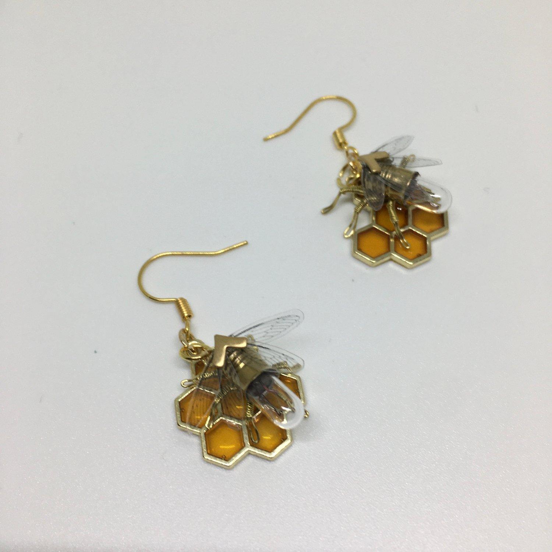 Steampunk earrings - Resin and Honeycomb bee - Handmade Tiny Bee Lightbulb Earrings