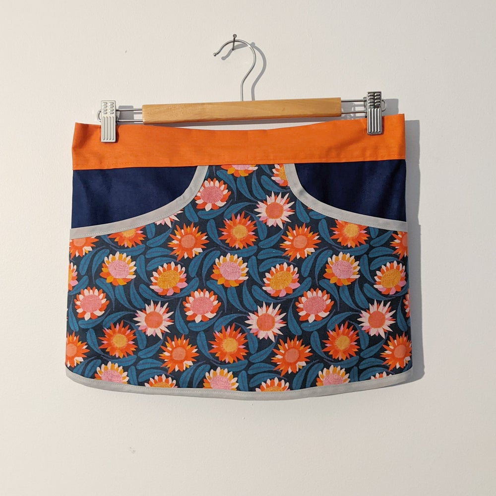 Image of Forager Apron - Paper Daisies