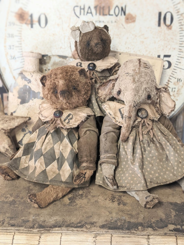 """Image of 9.5"""" - Shabby Old Worn Fat Girl Ellyfont in polka dot / linen dress by Whendi's Bears"""