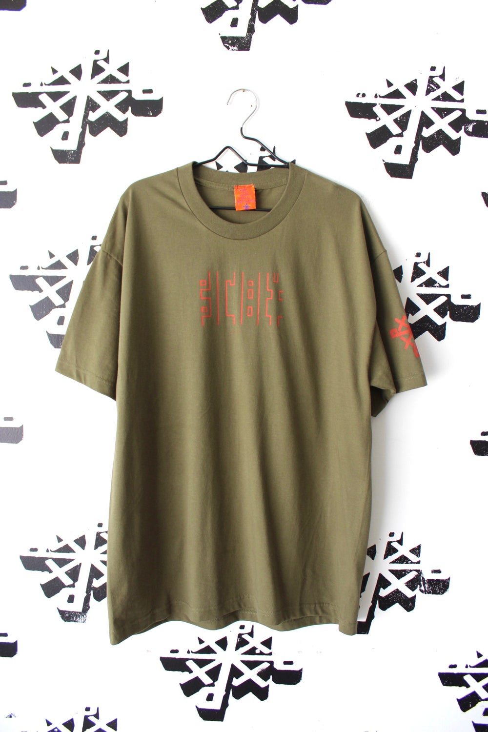 straighten up tee in army green