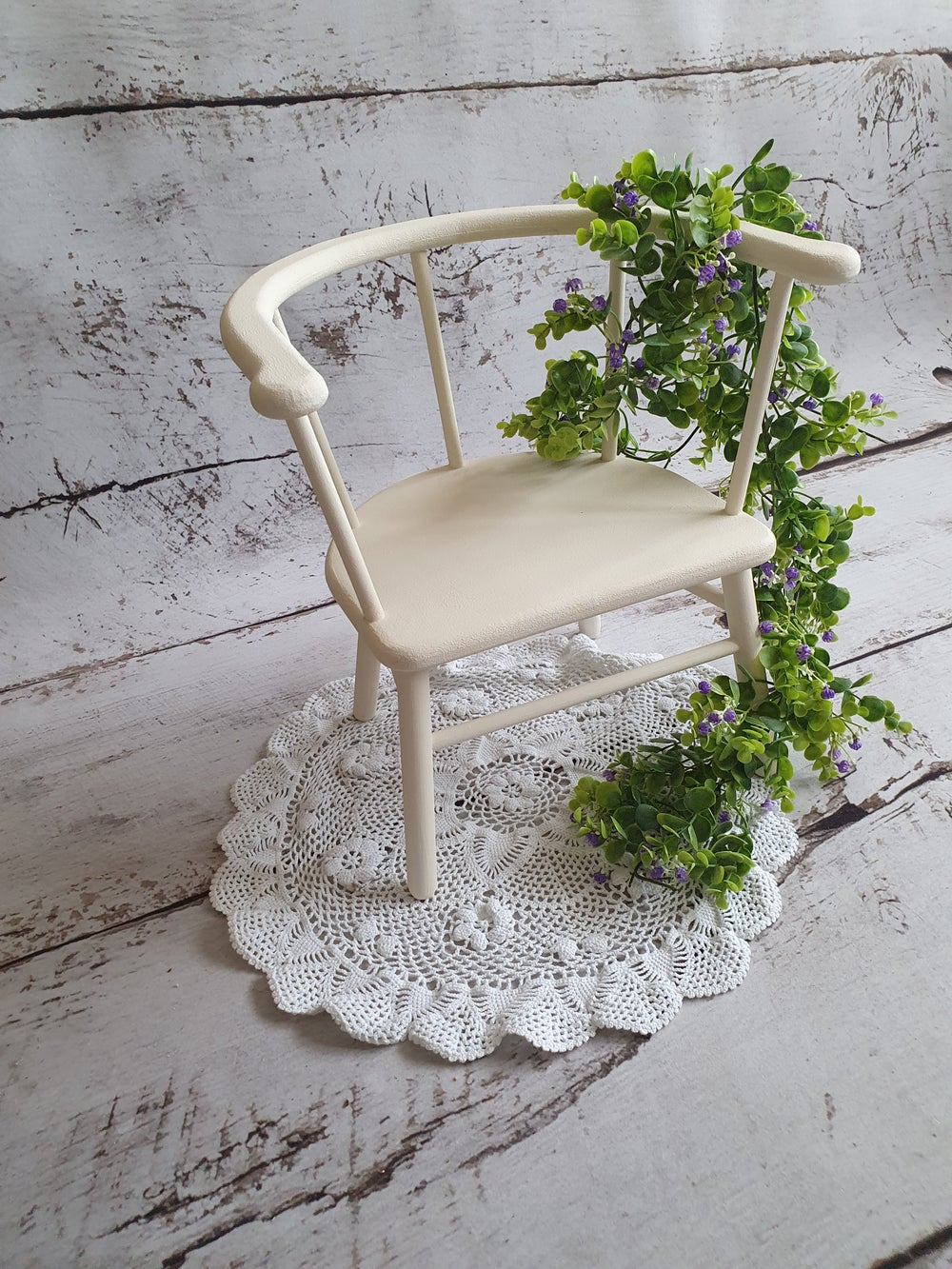 Image of NEW!!!!Little wooden chair. Ready to post