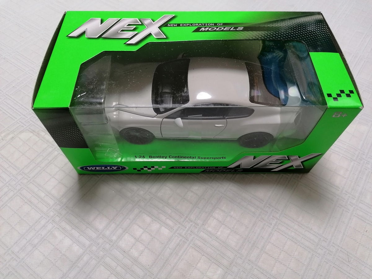 Image of WELLY 1/24 BENTLEY CONTINENTAL SUPERSPORTS  WHITE 24018W