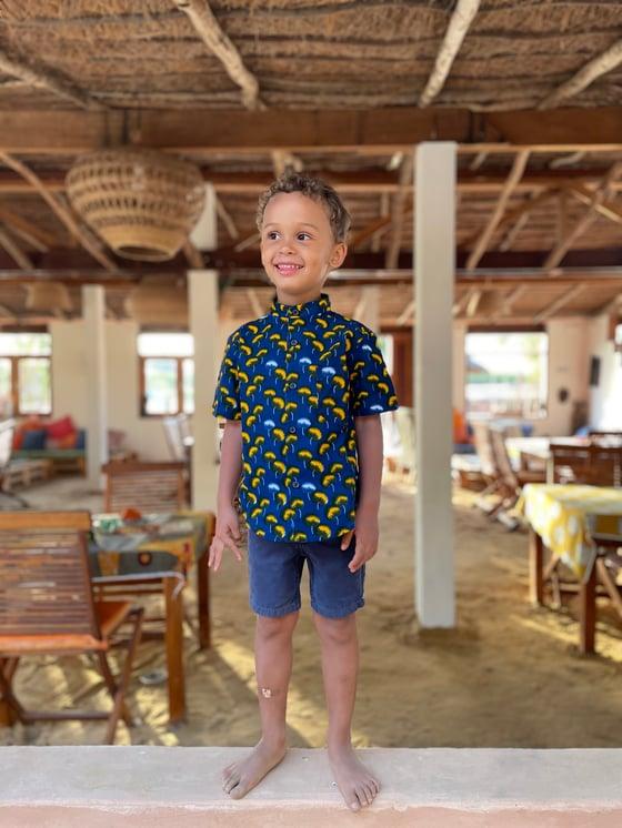 Image of Jaylen shirt in cotton bud print