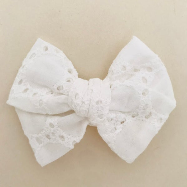 Image of Barrette broderie anglaise
