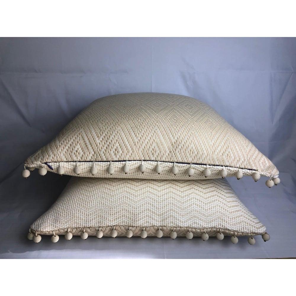 Luxurious Woven Kravet Designer Pillow 90/10 Down Insert With Schumacher Trim