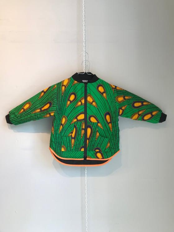 Image of ASFALT kids jakke i grøn med påfuglefjer (1-4 år)