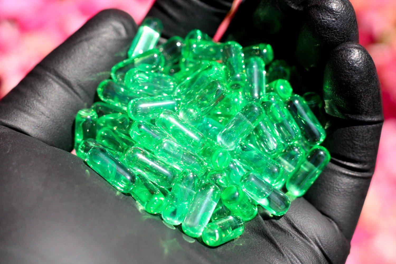 Image of Emerald Green Sapphire Pillar - 6x15mm