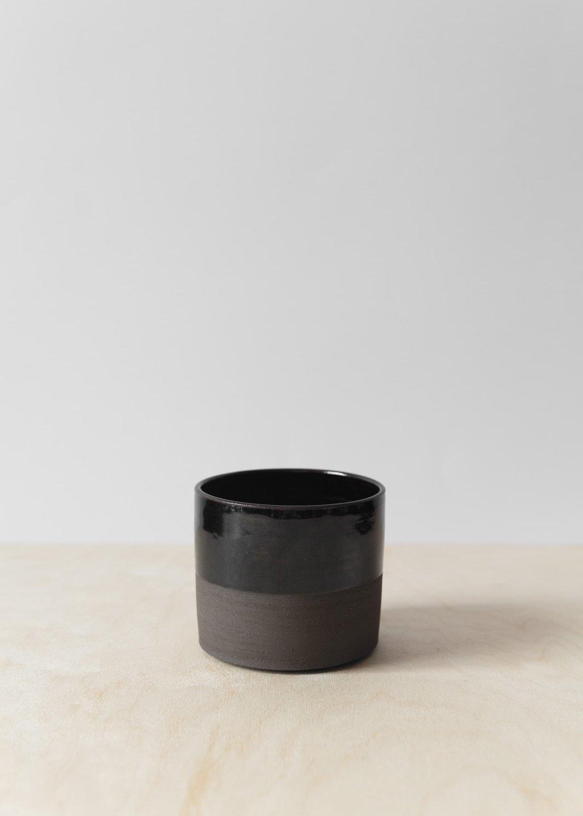 Image of Charcoal midi pot