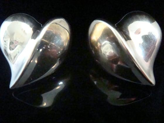 Image of VINTAGE 1970S RETRO 18CT HUGE HEART CLIP EARRINGS HANDMADE DESIGNER