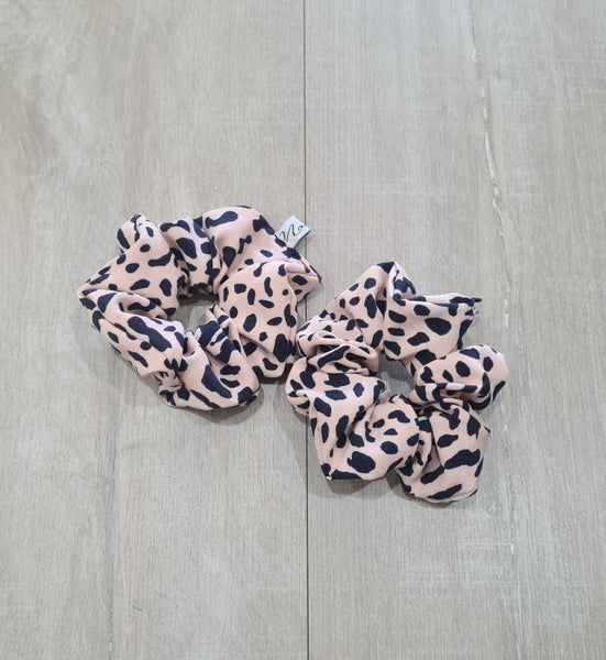 Image of Spotted SCRUNCHIE.