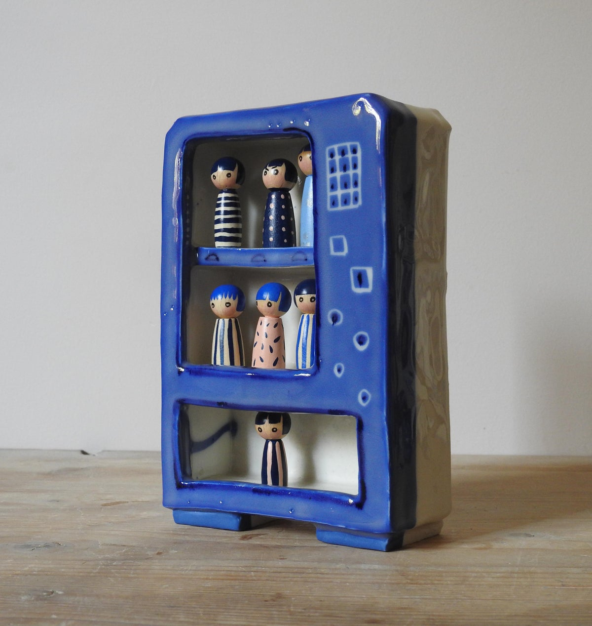 Image of 'play' vending machine - little wood girls
