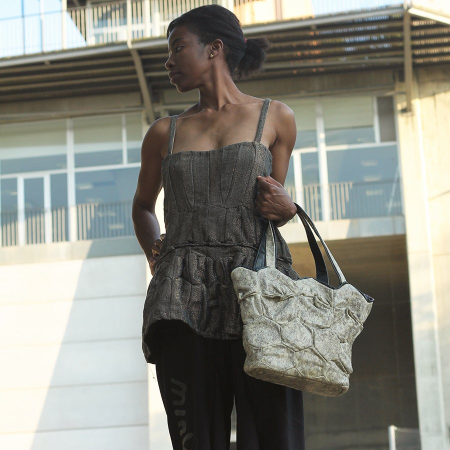 Image of Apata tote with zipper
