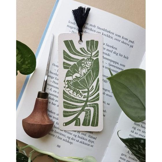 Image of Håndlagd bokmerke - leselarve av Anine Hansen