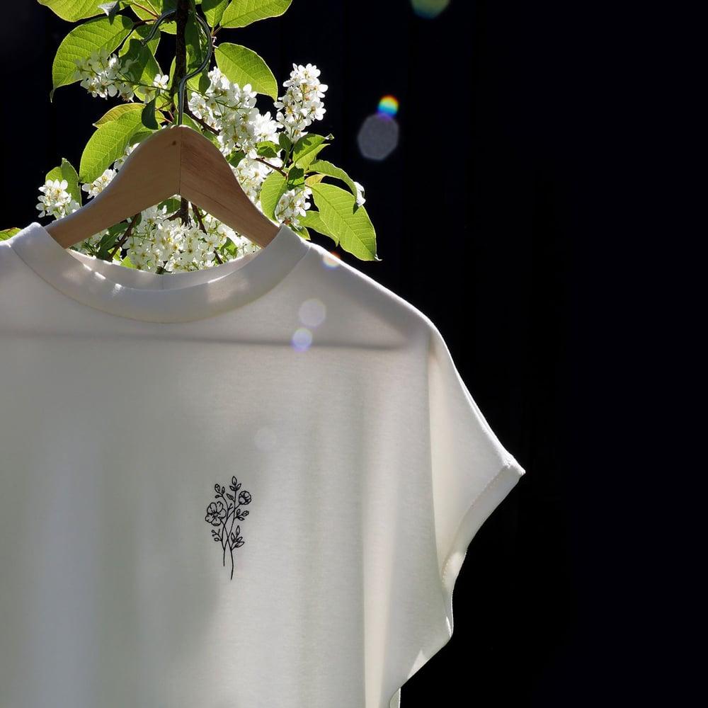 Image of Brodert tee - blomster