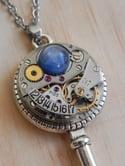 Collier clés Cyanite bleu et calendrier