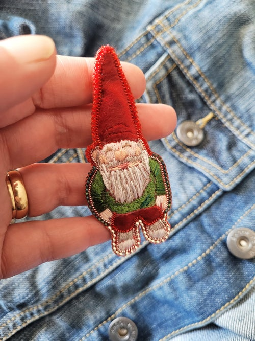 Image of RESERVEE Broche brodée GNOME VOYAGEUR