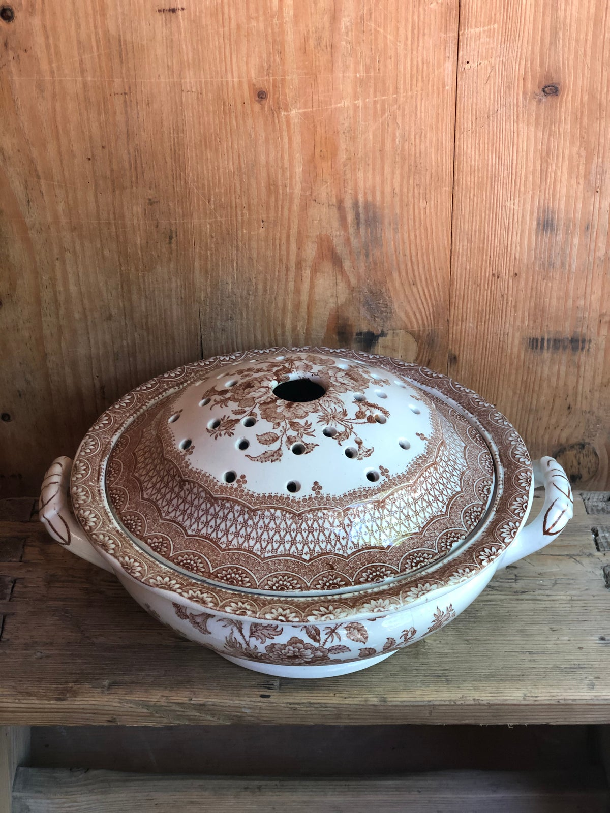 Image of Victorian transfer ware soap dish