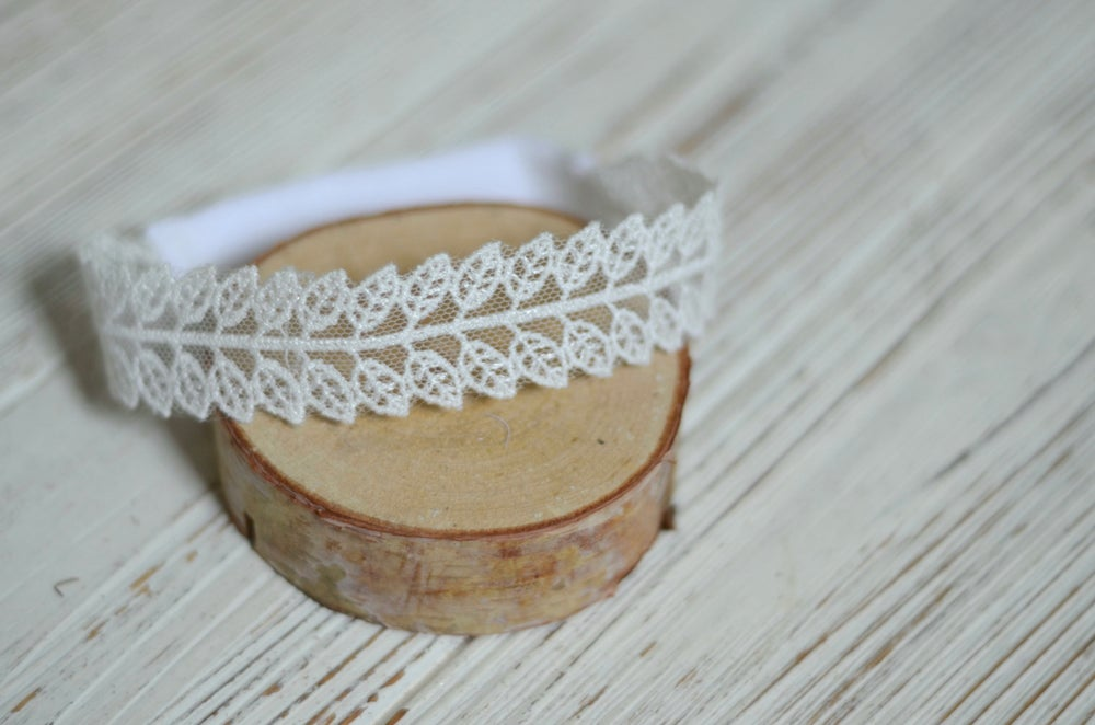 Image of Embroidery leaves halo