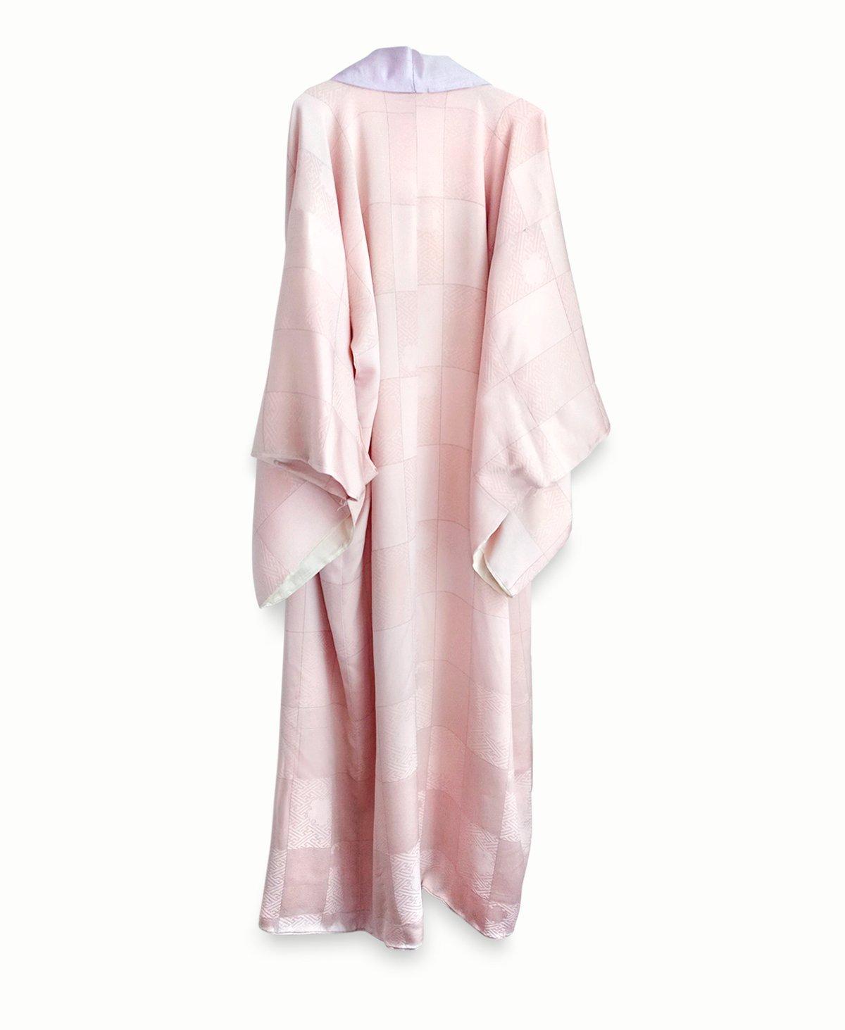 Image of Rosa silke kimono med damask og guldtråd