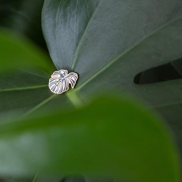 Image of Rosegold Monstera Pin