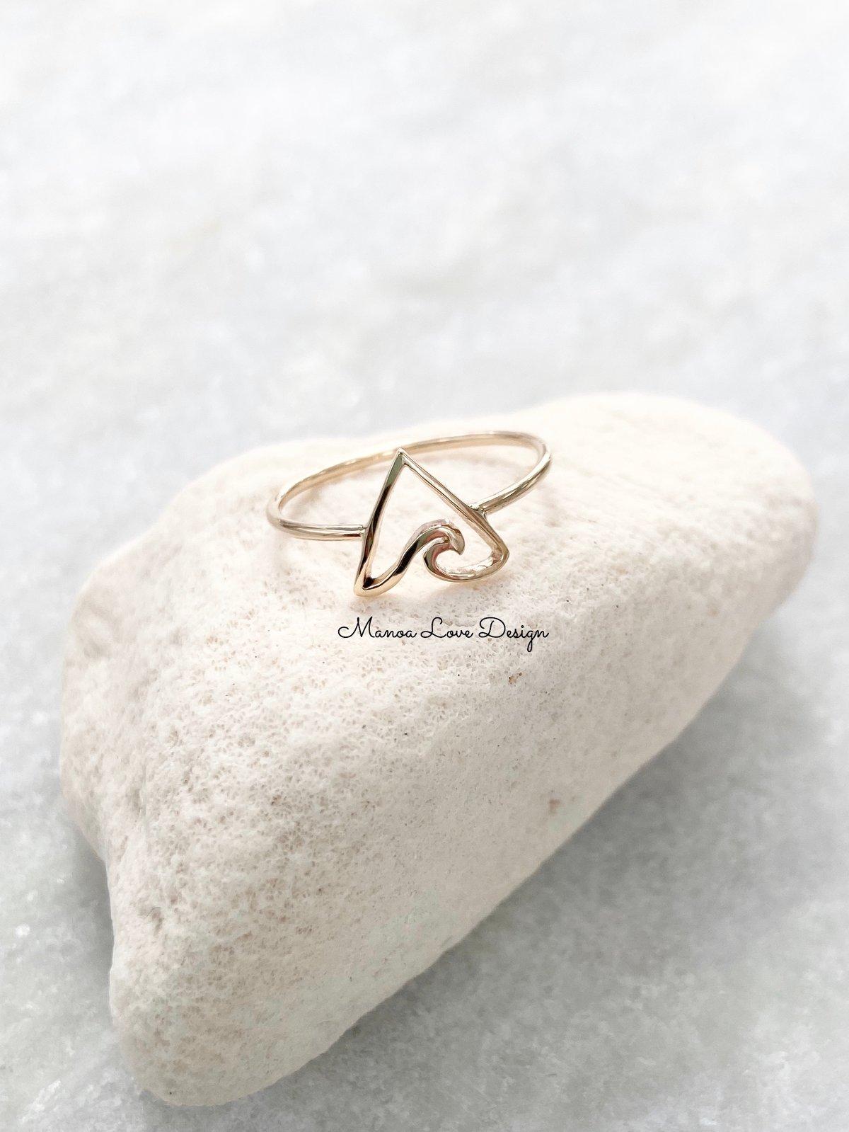 Image of Triangle Hawaiian wave ring