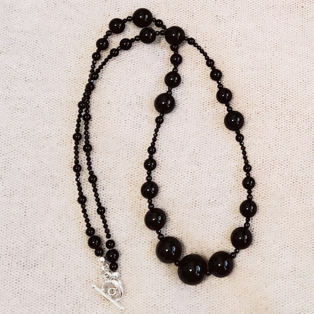"Image of 23.5"" onyx & black spinel short strand"