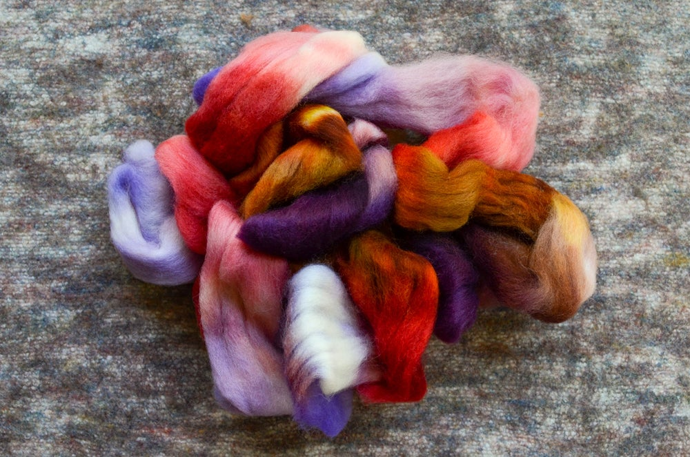 """Image of """"Sprite"""" Hand-dyed Kent Romney Lambswool Spinning Fiber - 4 oz."""